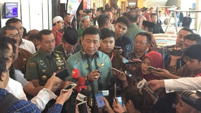 Menteri Koordinator Bidang Politik, Hukum, dan Ham, Wiranto, di acara serasehan nasional