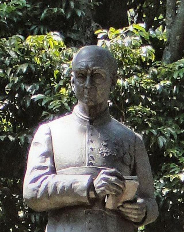 Kisah mistis patung H.C. Verbraak di Taman Maluku (111485)