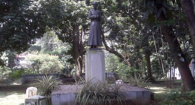 Kisah mistis patung H.C. Verbraak di Taman Maluku (111486)