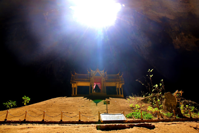 Menantang Adrenalin Demi Bertemu Gua Phraya Nakhon di Thailand (180102)
