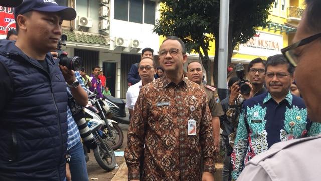 Anies Tinjau Langsung Lokasi Ledakan di Ruko Jakarta Selatan (79852)