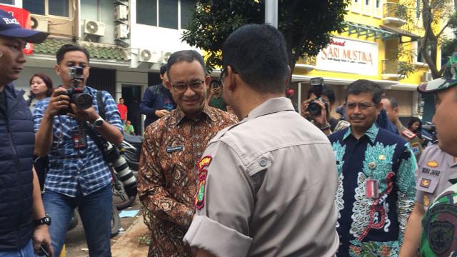Anies Tinjau Langsung Lokasi Ledakan di Ruko Jakarta Selatan (79853)