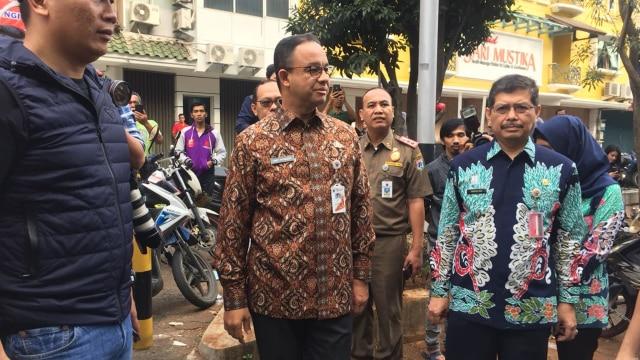 Anies Tinjau Langsung Lokasi Ledakan di Ruko Jakarta Selatan (79851)