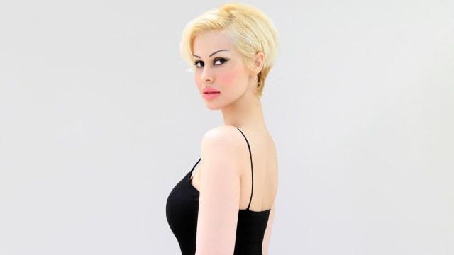 Ceylan Ozgul, mantan kitten
