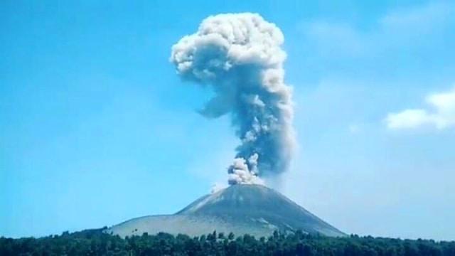 Gunung Anak Krakatau meletus (NOT COV)
