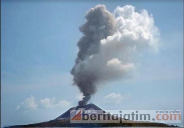 Gunung Anak Krakatau Meletus 56 Kali (1224950)
