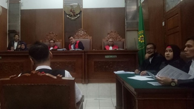 Sidang narkoba Tio Pakusadewo