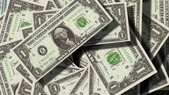 Sah, Jokowi Wajibkan Eksportir Simpan Dolarnya di Sistem Keuangan RI (849513)