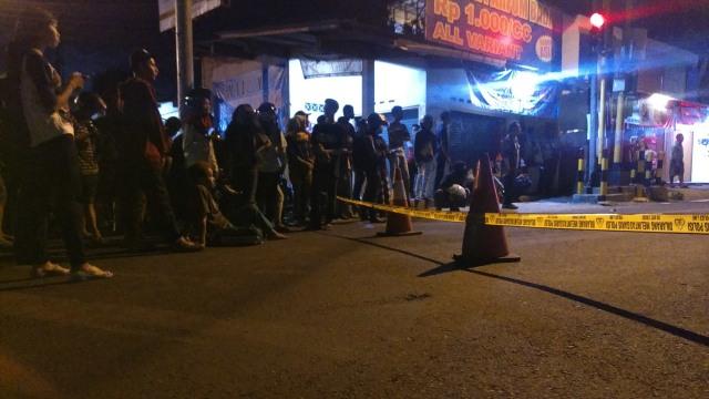 Warga berkerumun di Jalan Kaliurang, Yogyakarta
