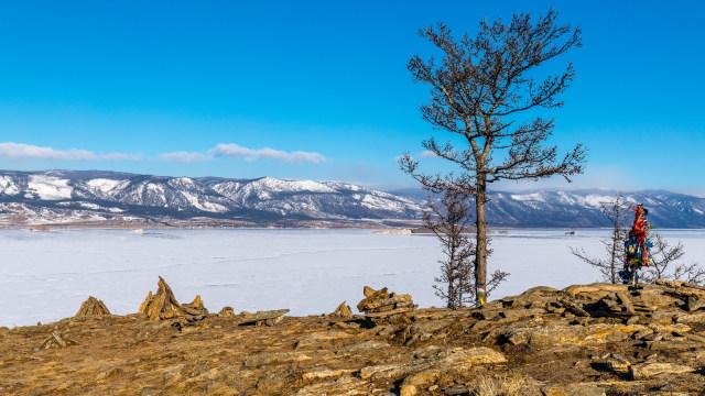 Panorama Danau Baikal, Rusia.