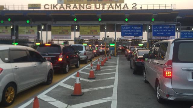 Macet panjang di Cikampek arah Jakarta