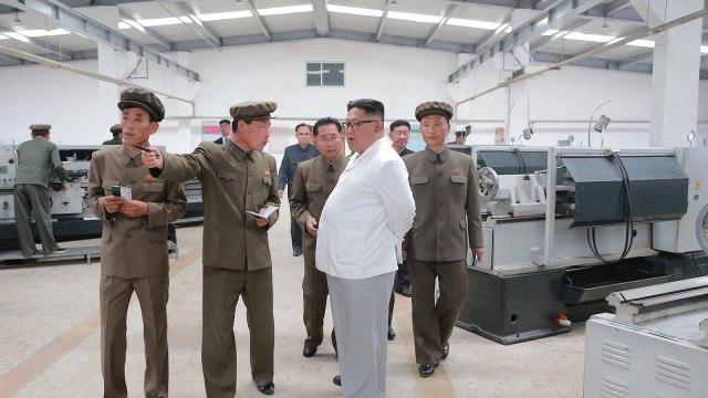Kim Jong Un Blusukan Pabrik