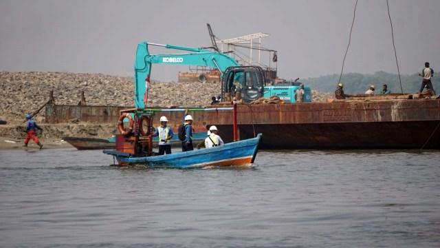 Pekerjaan proyek Reklamasi di Pulau C
