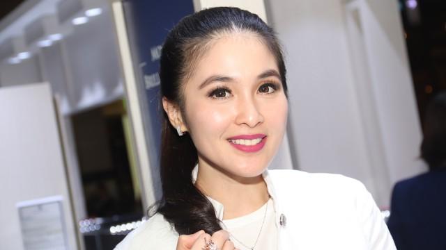 Cerita Sandra Dewi Sempat Galau saat Diajak Mantan Pindah Agama (1)