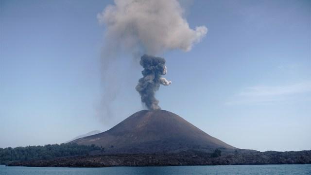 Lava, gunung meletus, gunung anak krakatau, lampung