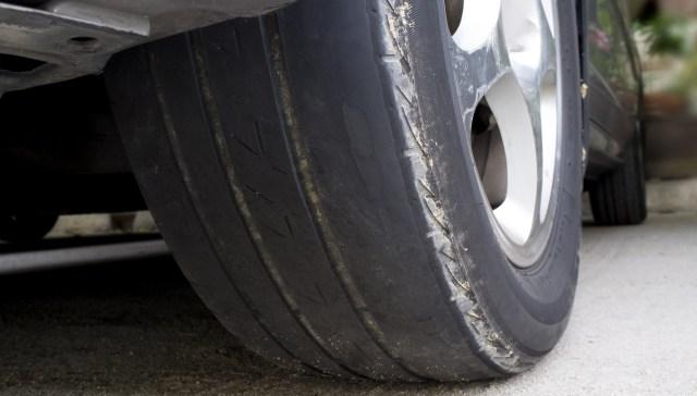 Mitos atau Fakta: Ban Lebih Cepat Aus di Jalanan Beton (681012)