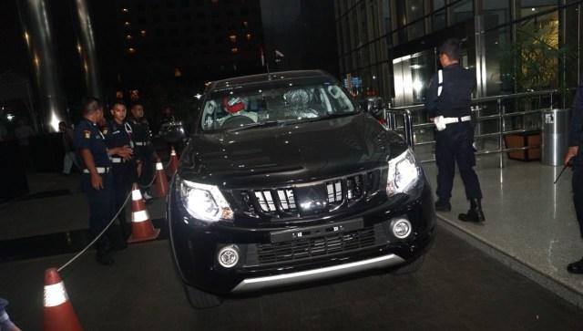 Barang bukti dua buah mobil yg diamankan dalam OTT Kalapas Sukamiskin