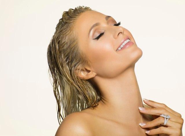 Mengaku Tak Pernah Operasi Plastik, Begini Cara Unik Paris Hilton Merawat Wajah (29451)