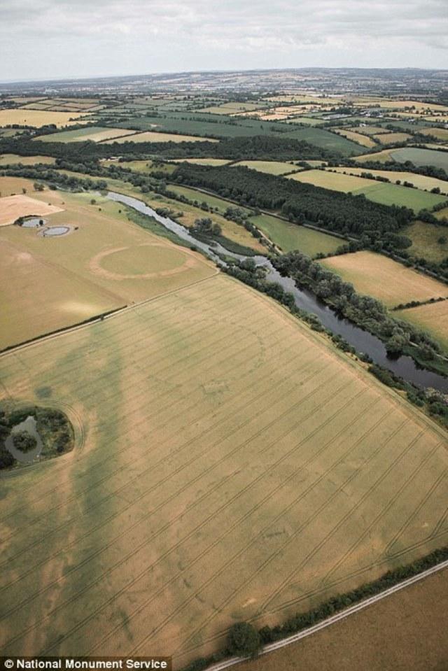 Struktur henge baru ditemukan di Newgrange (NOT COVER)