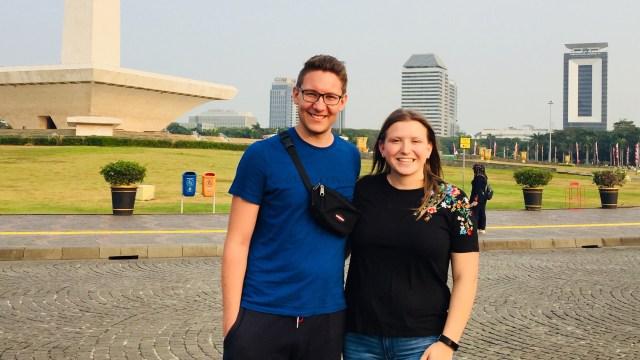 Julian dan Vicky, Wisman Jerman di Monas