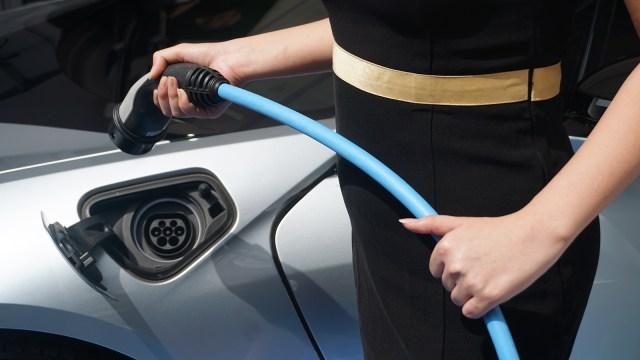 Di Balik Keinginan Jokowi Kembangkan Industri Baterai Kendaraan Listrik (100197)