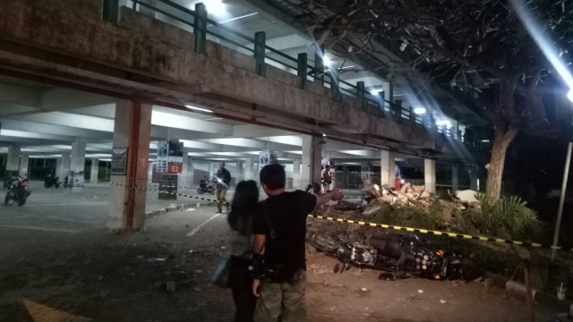 13 Motor Tertimpa Reruntuhan di Parkiran Mall Galeria Kuta (87684)