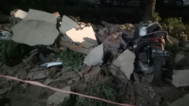 13 Motor Tertimpa Reruntuhan di Parkiran Mall Galeria Kuta (87683)