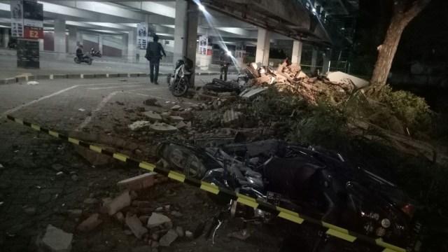 13 Motor Tertimpa Reruntuhan di Parkiran Mall Galeria Kuta (87685)