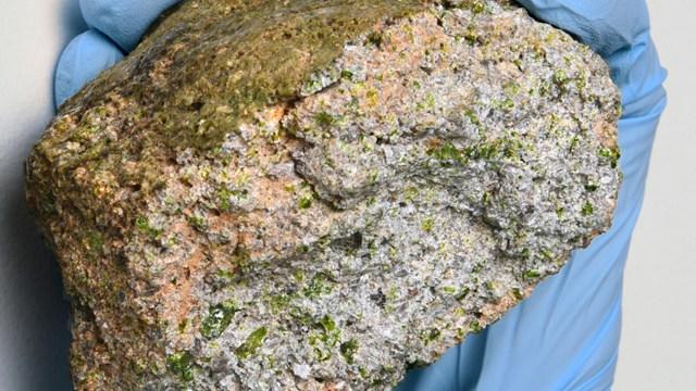 Peneliti Temukan Meteorit yang Lebih Tua dari Bumi (601)