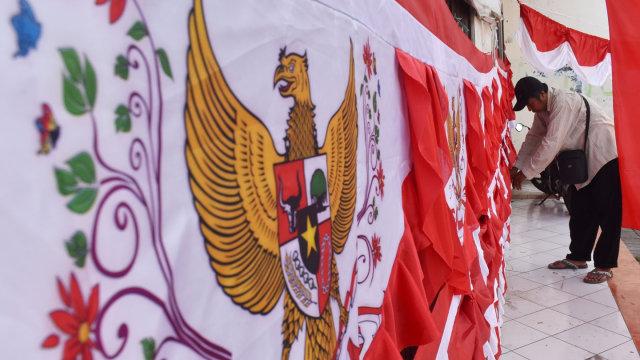Curhat Pedagang Bendera di Pasar Jatinegara yang Sepi Pembeli (94924)