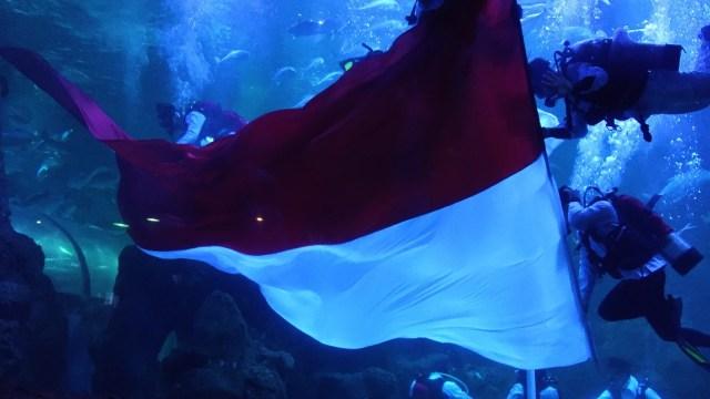 89+ Gambar Menaikan Bendera Merah Putih Paling Hist