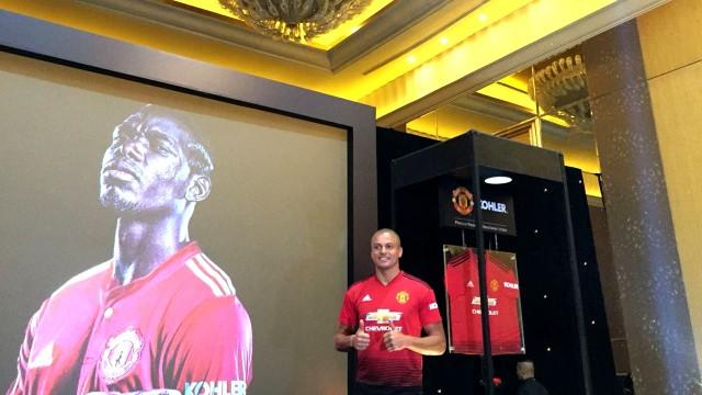 Eks pemain Manchester United, Wes Brown, kostum United anyar, Hotel Mulia