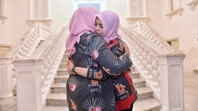Pelukan perpisahan, Fery Farhati Baswedan, Nur Asia Uno
