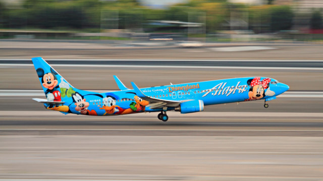 TRAVEL, Maskapai Alaska Airlines, Mickey Mouse