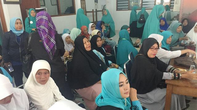 Ustazah Peduli Negeri Deklarasikan Dukungan untuk Prabowo-Sandi (26637)