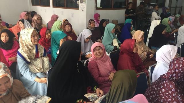 Ustazah Peduli Negeri Deklarasikan Dukungan untuk Prabowo-Sandi (26638)