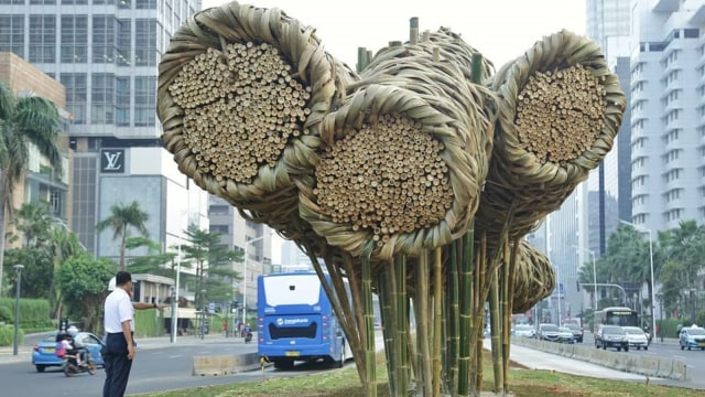 Anies, Seni Bambu, Bundaran HI