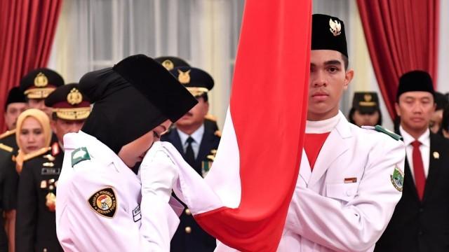 Pengukuhan anggota Paskibraka Nasional di Istana Negara.
