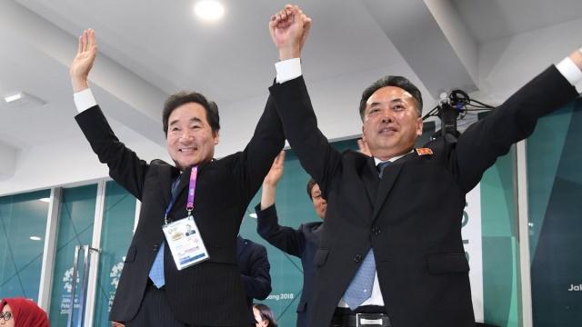 Saat Wakil PM Korut dan PM Korsel Bergandengan Tangan di Asian Games (4794)