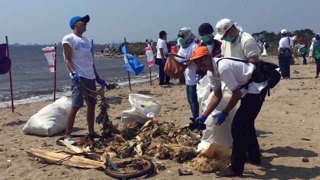 Pantai Ancol Jadi Lokasi Gerakan Bersih-bersih yang Digagas Susi (466683)