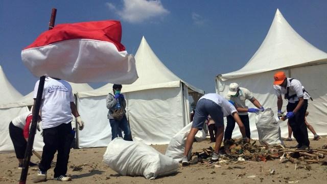 Pantai Ancol Jadi Lokasi Gerakan Bersih-bersih yang Digagas Susi (466684)