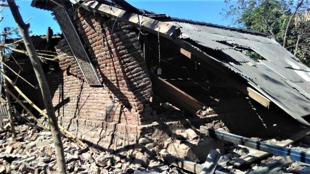 Dampak gempa susulan di Lombok.