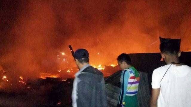 Kebakaran Terjadi di Sumbawa Setelah Gempa Susulan 7,0 Magnitudo (229439)