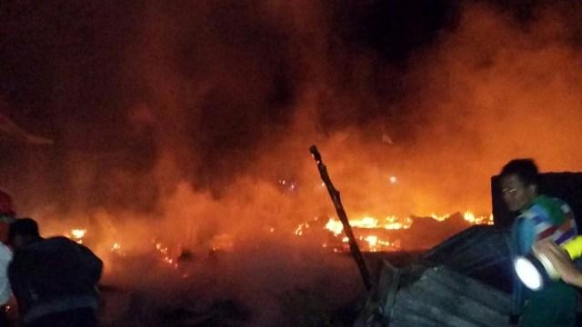 Kebakaran Terjadi di Sumbawa Setelah Gempa Susulan 7,0 Magnitudo (229438)