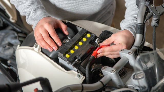 Begini Cara Baca Kode Produksi Pada Aki Motor  (46570)