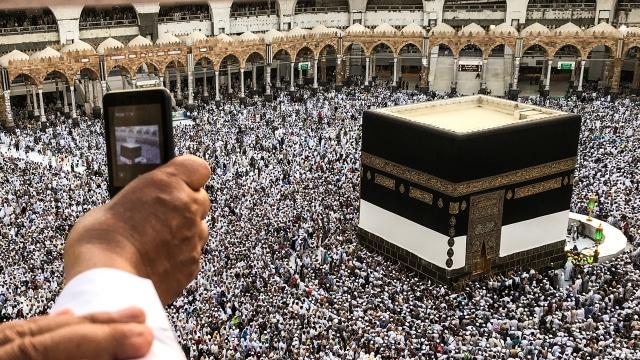 2.000 Jemaah RI Batal Berangkat Umrah karena Aturan Visa Baru Saudi  (10295)