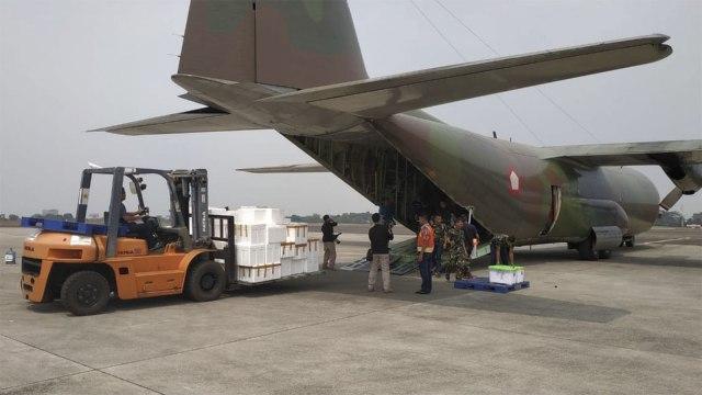 Pesawat Hercules A-1320 Angkut Daging Kurban Untuk Korban Gempa Lombok.