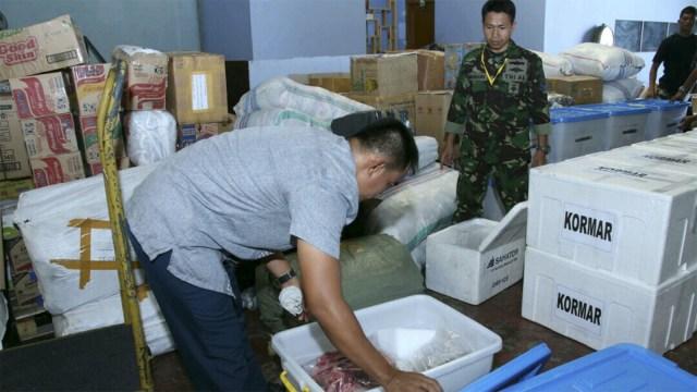 TNI Kirimkan 6 Ton Daging Kurban ke Lombok Gunakan Pesawat Hercules (479316)