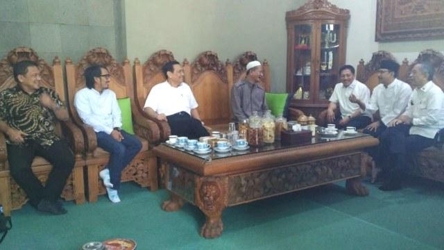 Sepak Terjang Bravo-5 Galang Suara Jokowi: dari Ulama hingga Pengusaha (361483)