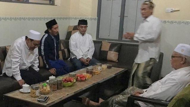 Sepak Terjang Bravo-5 Galang Suara Jokowi: dari Ulama hingga Pengusaha (361486)